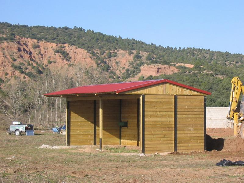 Construcciones h picas cobertizos y corraletas cobertizo for Cobertizo de madera tratada